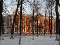 """Демидовский сквер. Дом купца Вахрамеева. В этом доме проходили съемки фильма """"Вторые"""" и фильма """"Доктор Живаго"""""""