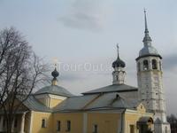 В Суздале не пройти и пяти шагов, что-бы не увидеть церковь.