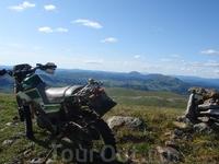 Долина р. Малое Пезо. Восточный Саян. Мотоцикл Ямаха Серов. Единственный кроссовик который легко может лазить по горам.