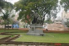 Сан-Паулу. Монумент посвященный развитию ж.д.