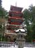 От храма Ринно-дзи пролегает аллея с могучими кедрами, которая ведет к широкой каменной лестнице: в прежние времена простые смертные здесь останавливались ...