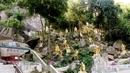 Множество статуй Будды.