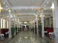 Керманшах Отель в котором мы жили Ресторан отеля Завтраки по иранским меркам очень хорошие.На выбор три горячих блюда.сок,молоко,овощи