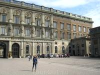 Главная достопримечательность королевской Швеции — это Королевский дворец, однажды полностью сгоревший в конце 17-го века и заново построенный в середине ...