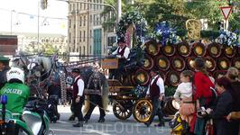 Октоберфест 2010, Мюнхен - день 1-й, Парад пивоварен