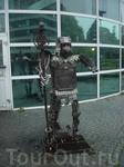Современный рыцарь на улицах Осло, анфас