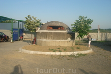Один из многочисленных Албанских бункеров. Бывший президент настроил их по всей стране, боясь нападения на страну