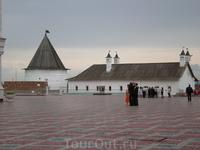 Кремль. Южный корпус Пушечного двора Расположен с южной стороны комплекса. Это самый древний корпус Пушечного двора, он построен в первой половине XVII в. Здесь разместится Музей истории Казанского к
