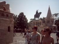Рыбацкий бастион с конной  статуей святого Иштвана.