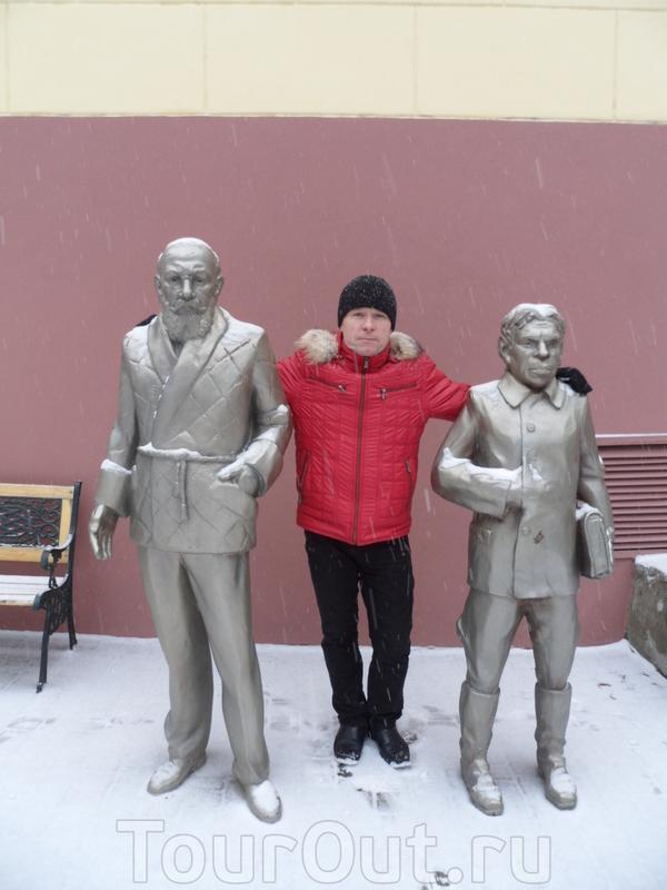 Кто из них памятник???