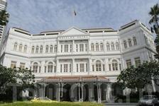 Самая знаменитая гостиница Сингапура - Raffles Hotel, возведен в 1896 тремя предпринимателями, выходцами из турецкой Армении, построено в стиле французского ...