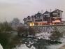 отель на берегу горной реки