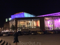 Это самый новый Концертный Зал столицы, Национальный Концертный Зал, а также Музей Людвига и новая резиденция Национального Театра Танцев. Все они находятся ...