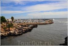 Кашкайш был маленьким портовым городом. Его захватывали испанцы в 1579 году и французы в 1807. В середине XIX века Кашкайш постепенно приходил в упадок ...
