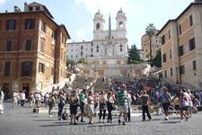 Рим.  Площадь Испании ( Piazza di  Spagna), название  получила  благодаря  тому,что в XVII  веке здесь располагалось испанское  посольство.  Одна из  самых ...