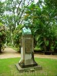 В саду установлено много скульптур, фонтанов,  теплиц и несколько исторических зданий.