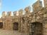 Несмотря на некоторую кажущуюся игрушечность замка, это все-таки была настоящая крепость с зубчатыми мощными стенами, готовая к осадам и атакам врагов.