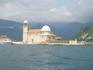 Это церковь Богородицы на Рифе (Боко Которская бухта), построена на искусственно созданном острове. По легенде, в 1452 году во время шторма два моряка ...