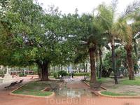 Парк, названный в честь Премьер-министра правительства Испании Хосе Каналехаса, убитого анархистом в начале 1910-х годов, является продолжение экспланады. Довольно большое зеленое пространство. Именно