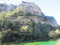 река Сорж. Руины архиепископского замка
