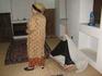 В таких колыбельках выросли все арабские шейхи. (Женщина рядом - туристка из Казахстана)
