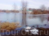 Затопленный водами Мирожи городской пляж.