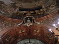 В церкви есть прекасный орган, построенный в 1923 году и отреставрированный недавно, в 2010. Церковь обладает прекрасной акустикой, до 1952 года в ней ...