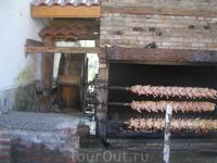 водяная мельница и куры гриль