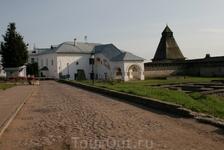 покинув удивительный город Изборск мы отправились в Псков, Псковский Кремль.