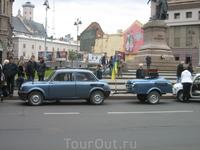 Во Львове очень часто проходят разнообразные фестивали. В этот раз я попала на парад ретро-автомобилей