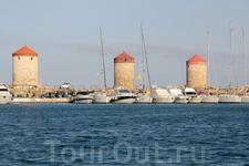 Три ветряные мельницы тоже являются символом Родоса, а когда то их было тринадцать