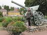 Рядом с пушкой установленной у старого моста