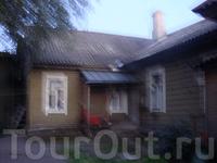 этому дому уже более ста лет и стоит он на финском фундаменте, там живут довольно приветливые люди.