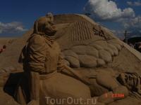 Горе этой песчаной фигуры вызывает неподдельное сочувствие!