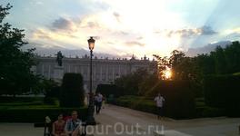 Вечер. Закат. Королевский дворец.
