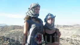 Я и сестра на сафари в нацинальных платках - арафатках. Кстати эти платки были названы так в честь Яси Арафата, человека, который их придумал!