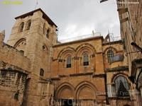 Храм Гроба Господня построен на месте Голгофы, где, по христианской традиции, был распят, погребён и воскрес в третий день Иисус Христос