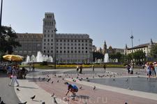 Площадь Каталонии в центре Барселоны.