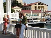 Мы с подругой на фоне морского вокзала :-)