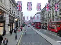 Едем по Риджент -стрит, украшенной флагами. Приближался юбилей правления королевы.