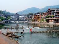 Город Фэнхуан - город застывшего времени.