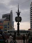 Улица Баумана. Уличные часы в арабском стиле, где влюбленные часто назначают друг другу свиданья.  Появились они в 2005 году – часы преподнес в дар городу ...