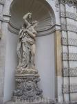 Вот эти самые статуи