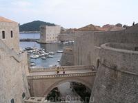 Вид на Дубровник с самой высокой стены.