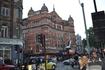 """Дворцовый Театр - The Palace Theatre. Здание имеет харакетрный облик - построено из красного кирпича, с """"вогнутым"""" фасадом и маленькими башенками по углам ..."""
