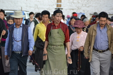 Кoра – тибетское слово, обозначающее совершение паломничества, обход какого-либо святого места - монастыря, ступы, или горы. Паломники индуисты и буддисты ...
