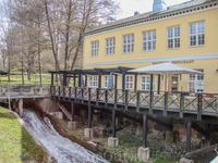 Медная кузница была построена в 1818 г. Двухэтажное каменное здание сгорело в 1855 г., но было полностью восстановлено. После того, как решено было остановить ...