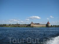Крепость Орешек. Вид от поселка Морозово