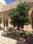 Внутренний дворик при выходе из католического храма