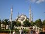 Мечеть Султанахмед («Голубая мечеть»).  Первая по величине и одна из самых красивых мечетей Стамбула. Мечеть насчитывает шесть минаретов: четыре, как ...
